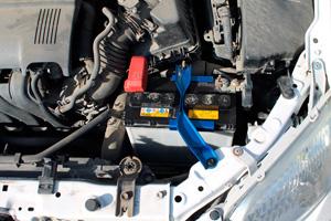 Крепление аккумулятора в Тойота Королла