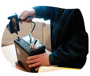 Как проверить аккумулятор на замыкание мультиметром